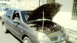 Clio Sedan p/ retirada de peças - 2005