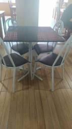 Mesas com cadeiras pra restaurante ou pizzaria