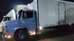 Caminhão truk baú de 8,80