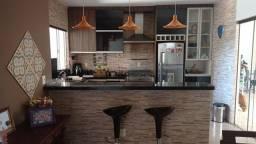 Casa Av. Central ( Excelente padrão de acabamento e mobília)