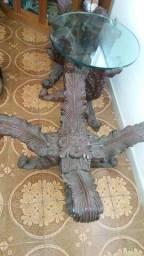 Três mesas de madeira