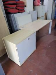 Título do anúncio: Mesa reta com armário baixo seminova