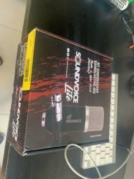 Microfone Soundvoice com braço e shock mount