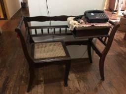 Mesa de telefone, espelho e penteadeira, cadeira