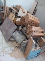 Título do anúncio: Doação madeiras Desocupar espaço