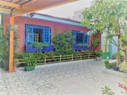 1989 - Casa - 03 Suítes - 290 m² - 04 Vagas - Nascente - C/Jardim - Candeias