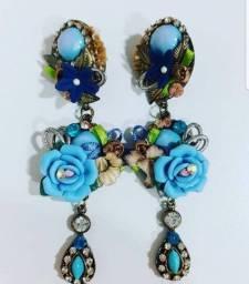 Brinco artesanal azul