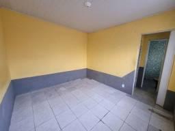 Título do anúncio: Casa independente com área de lavar e corredor.