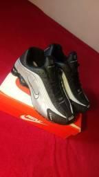 Nike Shoxs R4 Pronta Preto/Prata N° 40
