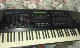 Vendo teclado Roland revisado e com nota fiscal