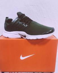 Tênis Nike Presto verde
