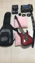 Guitarra com pedal e capa