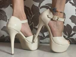 Sandália bege