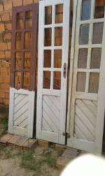 Três folhas de portas de 2,10 por 50 sem os vidros ligar para * moro em Ribamar