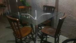 Cadeiras de madeira de lei