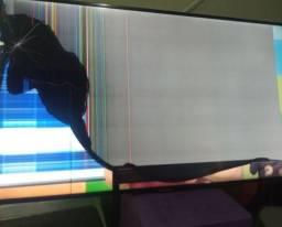 Título do anúncio: Tv 49 Philco smartv com tela trincada troco por alimentos