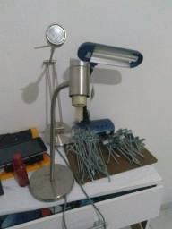 Ganchos para prateleira canaletadas e furada e 3 luminárias