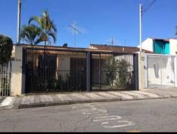 Título do anúncio: Casa térrea para venda com 3 dormitórios na Vila Oliveira em Mogi das Cruzes.