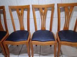 Título do anúncio: Vendo essa 4 cadeira de madeira pau Marfim pra consertar?