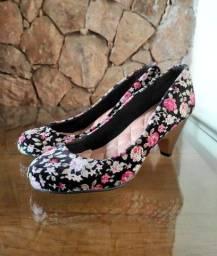 Título do anúncio: Peep toe floral veludo t 36