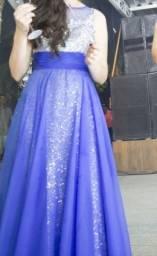 Vestido de festa azul com paetês e bordados