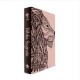 Título do anúncio: Bíblia Leão Rosa - Capa Dura Luxo<br><br>