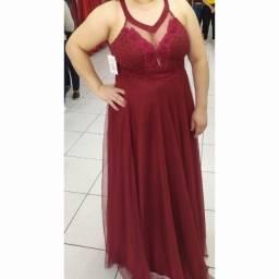 Título do anúncio: Vestido longo de festa Marsala