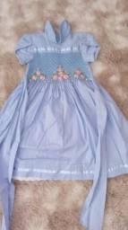Vestidos semi novos , quase nao usou, veste do 5 a 10 anos.