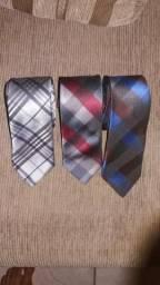 Kit com 3 lindas gravatas por apenas 60$$ pra vender ligeiro