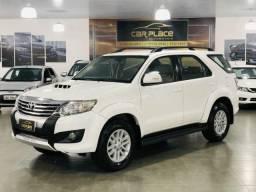 Toyota Hilux SW4 SRV 4X4 - 2014