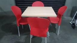 Mesa c/4 cadeiras pouco uso