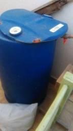 Tambor 200 litros para armazenar agua