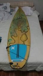 Vendo ou troco prancha de surf por algo do meu interesse preço negociável