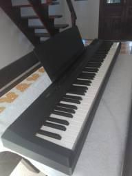 Piano Digital Yamaha P-105 com pedal e fonte bivolt