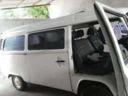 Vendo ou troca por carro do mesmo valor essa kombi - 2000