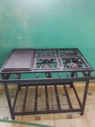 Fogão industrial, geladeira, e mesa de inox