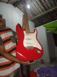 Vendo uma guitarra