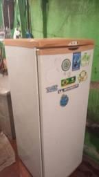 Geladeira Eletrolux 240 litros