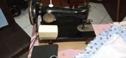 Título do anúncio: Vendo Máquina de costura Singer