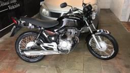 Título do anúncio: Fan 125cc ano 2005 moto de fino trato  chamar quem realmente tem interesse