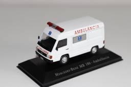 Miniatura carrinho Mercedes Benz MB 180 - Ambulância