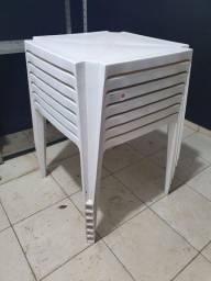 Título do anúncio: Mesas de plástico Pisani sem cadeiras.