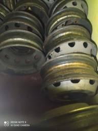 Título do anúncio: Vendo pneus e rodas caminhão e carreta
