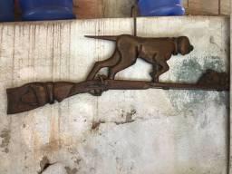 Artefato de madeira esculpido a mão