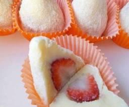 Coxinha de leite ninho com morango