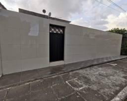 Título do anúncio: Casa em condomínio fechado com piscina e poço