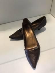Título do anúncio: Sapato marrom dia a dia salto pequeno