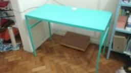 Linda escrivaninha verde-água