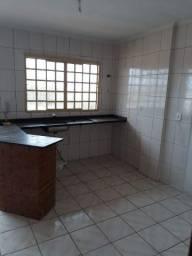 Quitinete: cozinha, quarto suite, área de serviço. a 500m da praça universitária