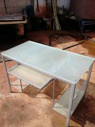 Mesa para computador de Alumínio e Vidro.